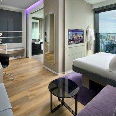 Отель YOTEL Singapore Orchard Road Сингапур комната для гостей