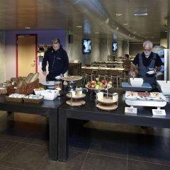 Отель CABINN Metro Hotel Дания, Копенгаген - 10 отзывов об отеле, цены и фото номеров - забронировать отель CABINN Metro Hotel онлайн питание фото 2