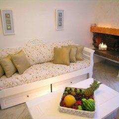 Отель Aeolos Studios and Suites комната для гостей