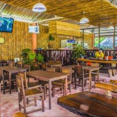 Отель The Fishermans Chalet гостиничный бар