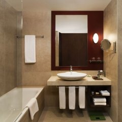 Отель Sheraton Poznan Hotel Польша, Познань - отзывы, цены и фото номеров - забронировать отель Sheraton Poznan Hotel онлайн ванная фото 2