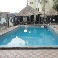 Labod Hotel бассейн