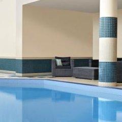 Отель Four Points by Sheraton Hotel & Suites Calgary West Канада, Калгари - отзывы, цены и фото номеров - забронировать отель Four Points by Sheraton Hotel & Suites Calgary West онлайн бассейн