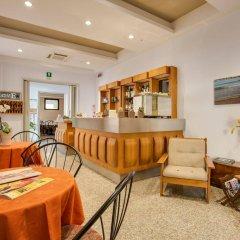 Отель Villa dei Gerani Италия, Римини - отзывы, цены и фото номеров - забронировать отель Villa dei Gerani онлайн гостиничный бар