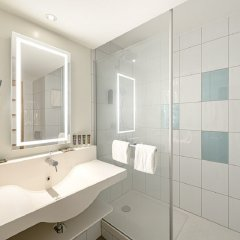 Отель Novotel Zurich City-West Швейцария, Цюрих - 9 отзывов об отеле, цены и фото номеров - забронировать отель Novotel Zurich City-West онлайн ванная фото 2