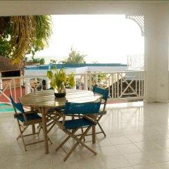 Отель Beachcomber Club Resort Ямайка, Саванна-Ла-Мар - отзывы, цены и фото номеров - забронировать отель Beachcomber Club Resort онлайн балкон