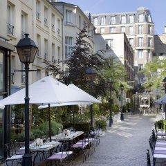 Отель Les Jardins Du Marais Париж приотельная территория