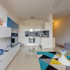 Апартаменты Centric and Spacious Apartment With Wifi and Balcony Гзира фото 8