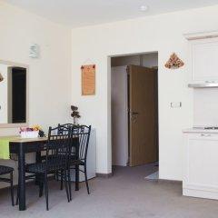 Апартаменты One Bedroom Apartment with Balcony в номере