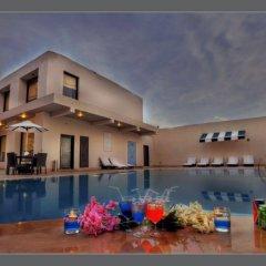 Отель The Retreat бассейн