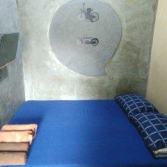 Отель Hive28 сейф в номере