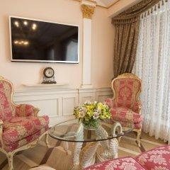 Гостиница Trezzini Palace в Санкт-Петербурге 9 отзывов об отеле, цены и фото номеров - забронировать гостиницу Trezzini Palace онлайн Санкт-Петербург комната для гостей фото 5
