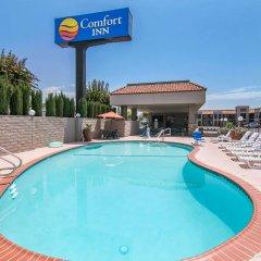 Отель Comfort Inn Near Old Town Pasadena бассейн
