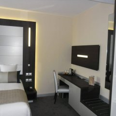Le Saint Paul Hotel сейф в номере
