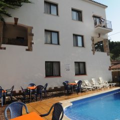 Отель Apartaments AR Caribe Испания, Льорет-де-Мар - отзывы, цены и фото номеров - забронировать отель Apartaments AR Caribe онлайн бассейн фото 3