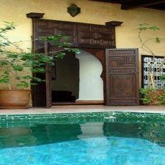Отель Riad Du Petit Prince бассейн