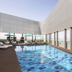 Отель Pearl Rotana Capital Centre бассейн
