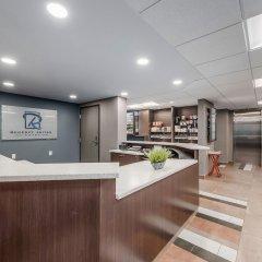 Отель Regency Suites Hotel Канада, Калгари - отзывы, цены и фото номеров - забронировать отель Regency Suites Hotel онлайн интерьер отеля