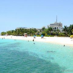 Отель Doctors Cave Beach Hotel Ямайка, Монтего-Бей - отзывы, цены и фото номеров - забронировать отель Doctors Cave Beach Hotel онлайн пляж