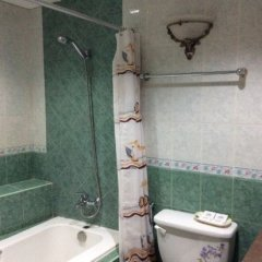 Отель Wregent Plaza Hotel Филиппины, Тагбиларан - отзывы, цены и фото номеров - забронировать отель Wregent Plaza Hotel онлайн ванная фото 2