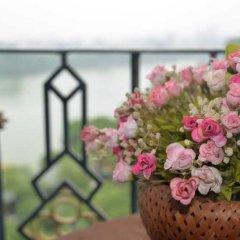 Отель Lakeside Palace Hotel Вьетнам, Ханой - отзывы, цены и фото номеров - забронировать отель Lakeside Palace Hotel онлайн балкон