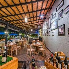 Отель Kata Sea Breeze Resort гостиничный бар