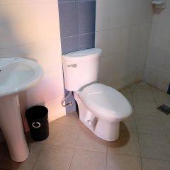 Отель Mactan Golden Motel Филиппины, Лапу-Лапу - отзывы, цены и фото номеров - забронировать отель Mactan Golden Motel онлайн ванная фото 2