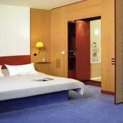 Отель Novotel Suites München Parkstadt Schwabing Германия, Мюнхен - 9 отзывов об отеле, цены и фото номеров - забронировать отель Novotel Suites München Parkstadt Schwabing онлайн комната для гостей фото 5
