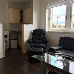 Апартаменты Glasgow Airport Apartments Пейсли комната для гостей фото 2