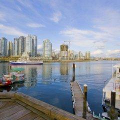 Отель Granville Island Hotel Канада, Ванкувер - отзывы, цены и фото номеров - забронировать отель Granville Island Hotel онлайн приотельная территория фото 2