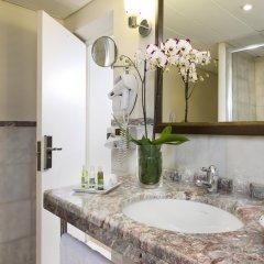 Отель Le Pera Париж ванная