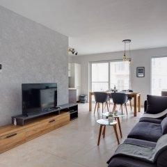 Апартаменты Brand New Designer Finished Apartment, Central Location Гзира комната для гостей фото 4