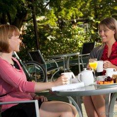 Отель Pacific Gateway Hotel Канада, Ричмонд - отзывы, цены и фото номеров - забронировать отель Pacific Gateway Hotel онлайн питание фото 3