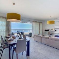 Отель Stunning Seafront Lux Apt, Fort Cambridge wt Pool Мальта, Слима - отзывы, цены и фото номеров - забронировать отель Stunning Seafront Lux Apt, Fort Cambridge wt Pool онлайн комната для гостей фото 5