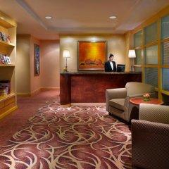Отель Pullman Kuala Lumpur City Centre Hotel & Residences Малайзия, Куала-Лумпур - отзывы, цены и фото номеров - забронировать отель Pullman Kuala Lumpur City Centre Hotel & Residences онлайн интерьер отеля