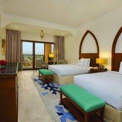 Отель DoubleTree by Hilton Resort & Spa Marjan Island 5* Стандартный номер с двуспальной кроватью фото 7