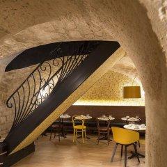 Отель Josephine By Happyculture Париж гостиничный бар