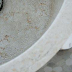 Отель Alafropetra Luxury Suites Греция, Остров Санторини - отзывы, цены и фото номеров - забронировать отель Alafropetra Luxury Suites онлайн ванная фото 2