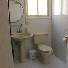 Отель Nondas Hill Hotel Apartments Кипр, Ларнака - отзывы, цены и фото номеров - забронировать отель Nondas Hill Hotel Apartments онлайн ванная