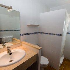 Отель Hostal Cala Ratjada ванная
