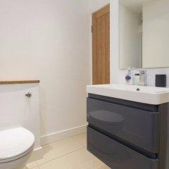 Отель 2 Bedroom Apartment near Clapham Common Sleeps 4 Великобритания, Лондон - отзывы, цены и фото номеров - забронировать отель 2 Bedroom Apartment near Clapham Common Sleeps 4 онлайн ванная фото 2