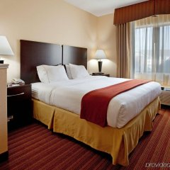 Holiday Inn Express Hotel & Suites Greenville Airport комната для гостей фото 3