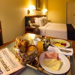 Отель Holiday Inn Lisbon в номере фото 2