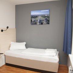 Отель A&O Berlin Friedrichshain 2* Стандартный номер с различными типами кроватей фото 3