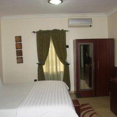 Отель Charlies Place And Suite комната для гостей фото 2
