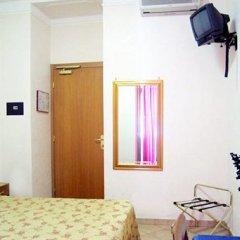 Отель Washington Resi Рим сейф в номере