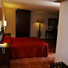 Hotel Rural Mirasierra сейф в номере