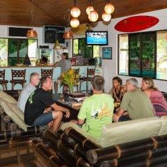 Отель Waidroka Bay Resort гостиничный бар