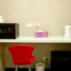 Отель Ximen Taipei DreamHouse сейф в номере