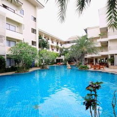 Отель Sea Breeze Jomtien Resort бассейн фото 2